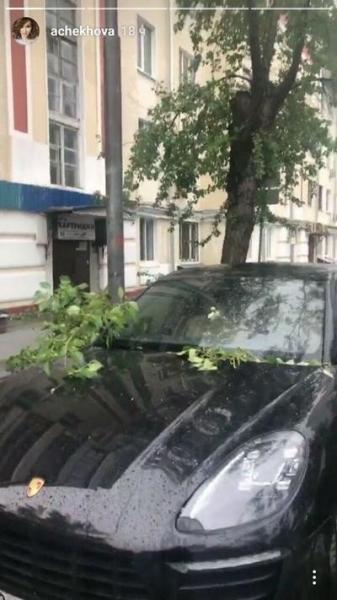 Мама Анфисы Чеховой едва не стала жертвой московского урагана