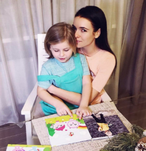 Ирена Понарошку просит прощения у ребенка