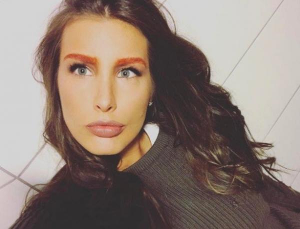 Кэти Топурия выкрасила волосы в кислотный цвет