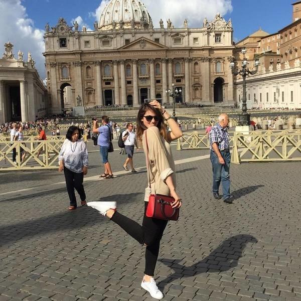 Сестра Сати Казановой выживает за границей