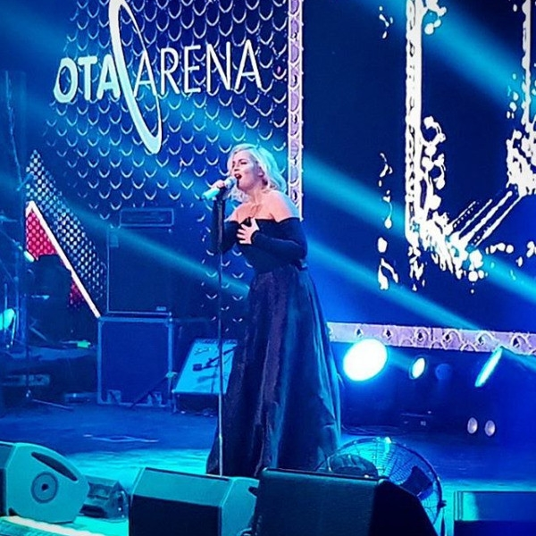Вышедшая из декрета Полина Гагарина зажгла на сцене