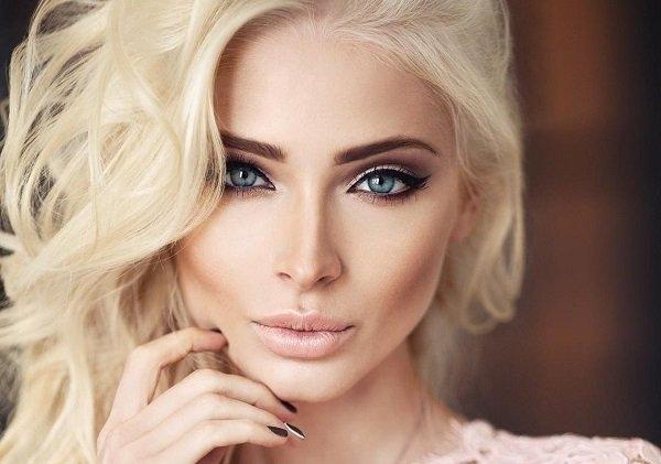Алёна Шишкова в стильном брючном наряде на дорожке МУЗ-ТВ 2017