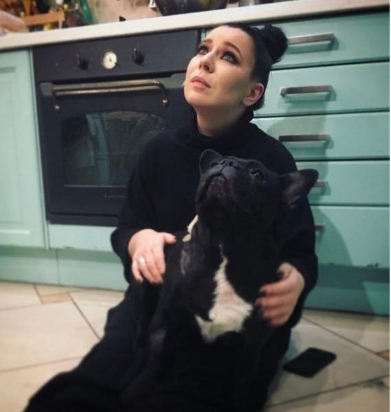 Певица Ёлка впервые рассказала о семейной трагедии