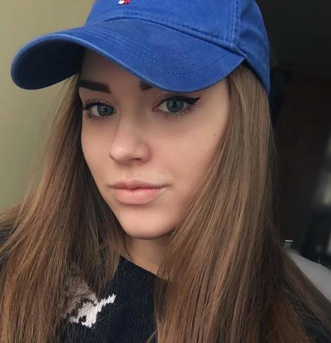 Внучка Владимира Высоцкого набирает популярность в Интернете