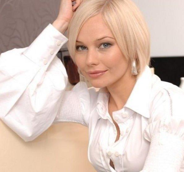 Елена Корикова пристрастилась к алкоголю