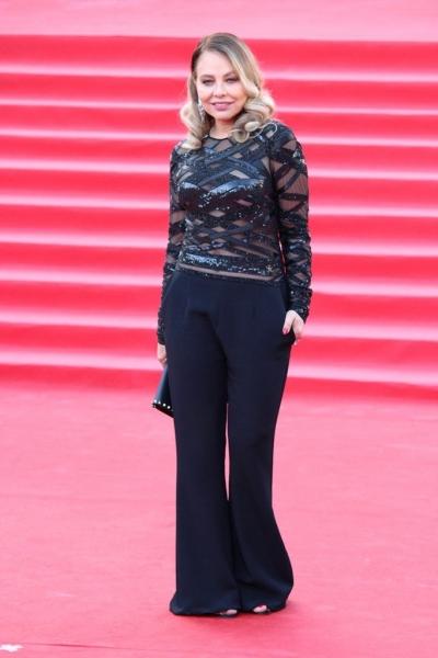 Орнелла Мути прошла по красной дорожке на открытии ММКФ-2017