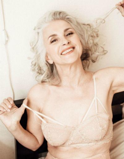 Из инженеров в модели: 61-летняя Татьяна Неклюдова разделась для рекламы нижнего белья