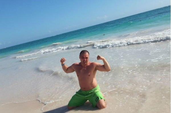Рустам Солнцев не пожалел денег маме на отдых