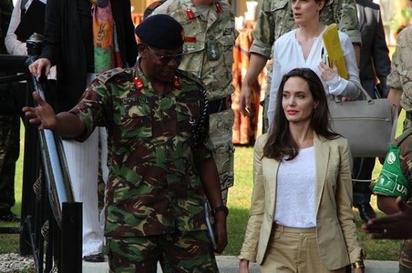 Анджелина Джоли невероятно помолодела