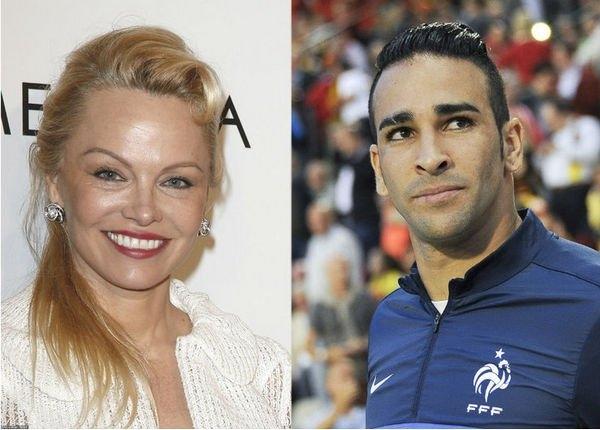 Памела Андерсон встречается с молодым футболистом