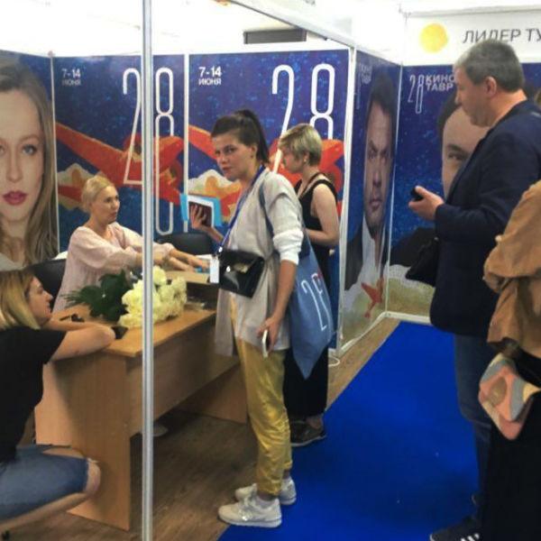 «Кинотавр-2017»: Дюжевы, Арзамасова, Смольянинов прилетели в Сочи