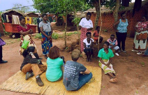 Рианна поработала учителем математики в Африке