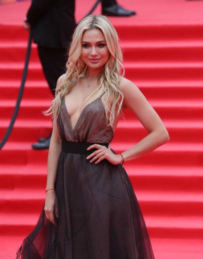 Паулина Андреева удивила необычным платьем на закрытии ММКФ