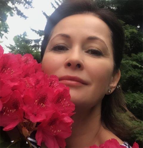 49-летняя Ольга Кабо впечатлила фигурой в белоснежном купальнике