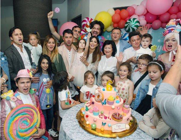 Ани Лорак организовала дочери роскошный праздник