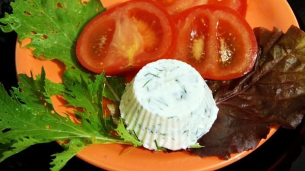 Фото-рецепт: Летняя закуска изтворога средисом итравами