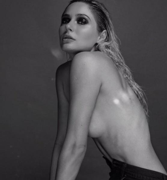 Наталья Рудова показала подростковые фото в бикини