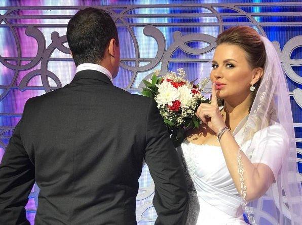 Анна Семенович похвасталась снимком в свадебном платье