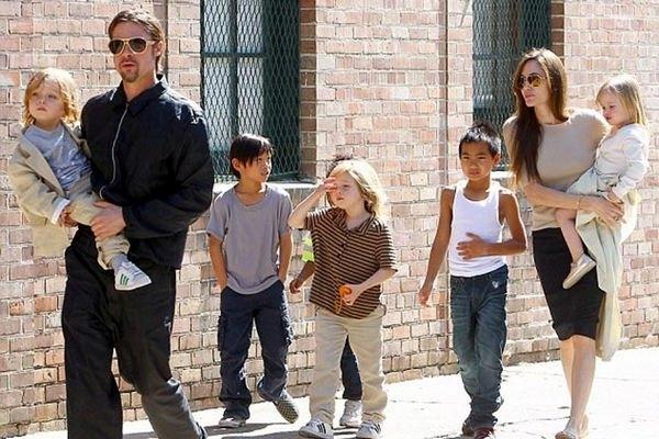 Дети Анджелины Джоли и Брэда Питта отправились за покупками одни