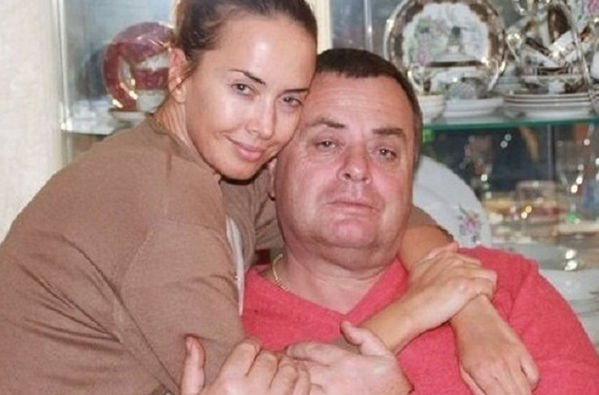 Отец Жанны Фриске сообщил, что деньги сняла его супруга
