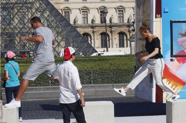 Дженнифер Лопес с возлюбленным отдохнула в Париже