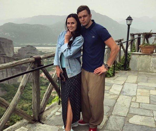 Антон Гусев и Виктория Романец решили повременить со свадьбой