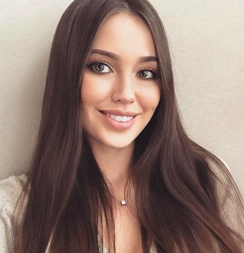 Анастасия Костенко похвасталась фигурой в сексуальном боди