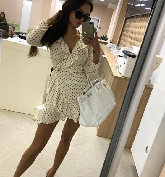 Анастасия Решетова надела скандальное платье в горошек