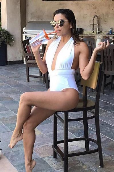 Ева Лонгория показала постройневшую фигуру в купальнике