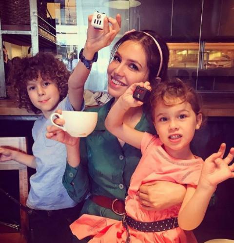Даша Жукова устроила праздничную вечеринку с детьми