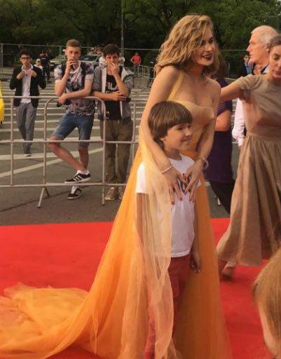 Триумф черного: Ходченкова, Боярская и Спивак удивили публику «Кинотавра»