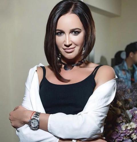 Ольга Бузова блеснула накаченным прессом в сексуальном бикини