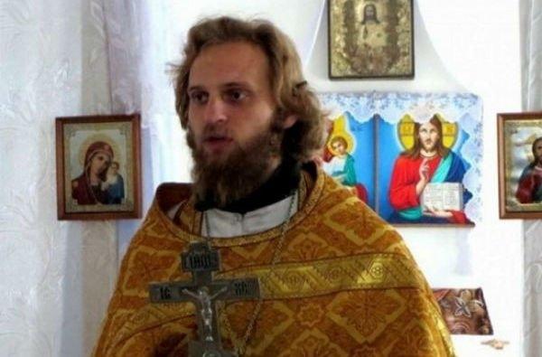 Май Абрикосов отрицательно высказался об участии священника на шоу