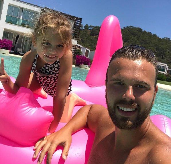 Экс-муж Анны Седоковой организовал экстремальный отдых для своей дочери