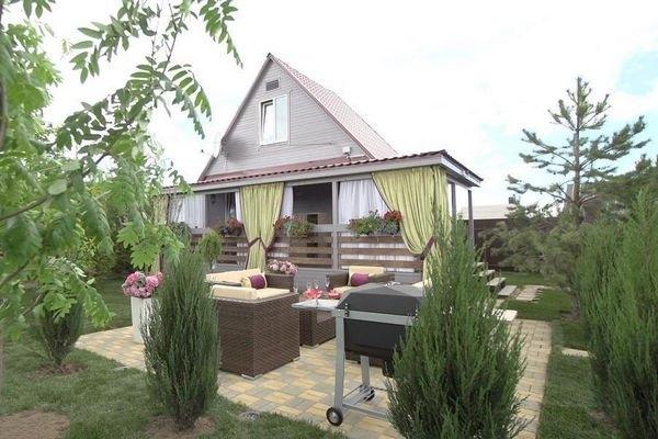 Роза Сябитова благоустраивает загородный дом