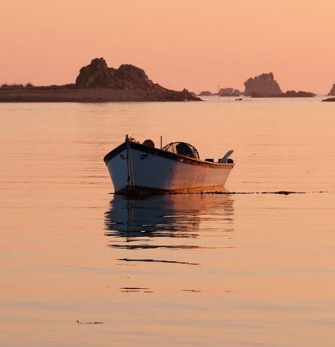 В Карелии перевернулась лодка с подростками
