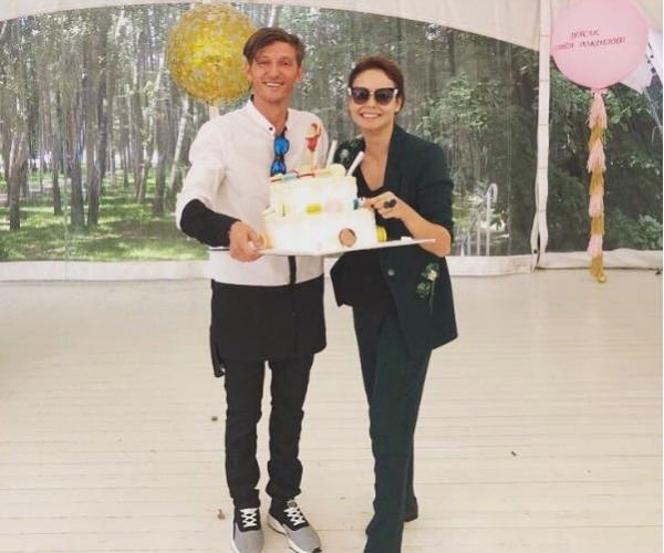 На новом снимке Ляйсан Утяшевой впервые видно лицо ее наследника