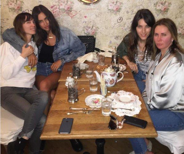 Ирина Шейк отдохнула вместе со своими русскими подругами в Нью-Йорке
