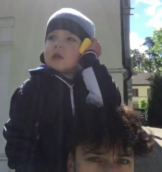 Гарри Галкин впервые поговорил по телефону с мамой