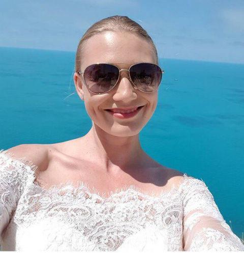 Оксана Акиньшина заинтриговала кадром со свадьбы