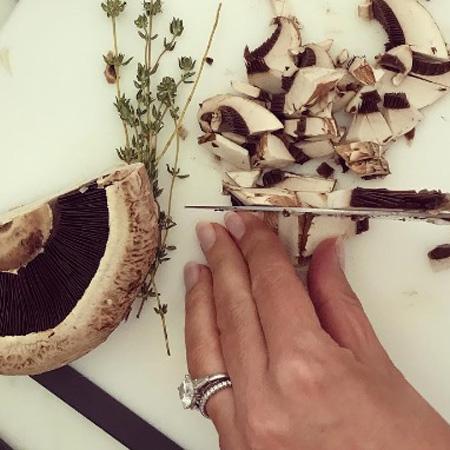 Миранда Керр продемонстрировала обручальное кольцо