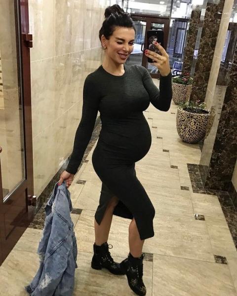 Анна Седокова впервые выложила фото новорожденного сына