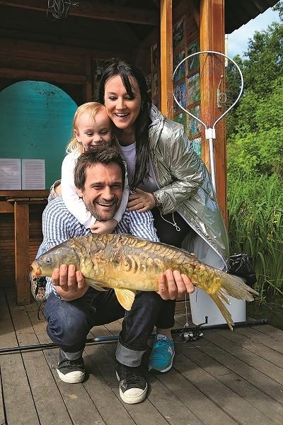 Ловись большая и маленькая: Елена Воробей и Дмитрий Миллер устроили поединок на рыбалке