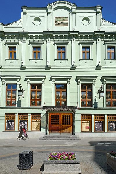 Рената Литвинова экономит на Земфире