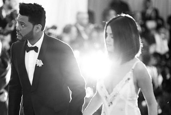 Селена Гомес выбрала смелый наряд для свидания с The Weeknd