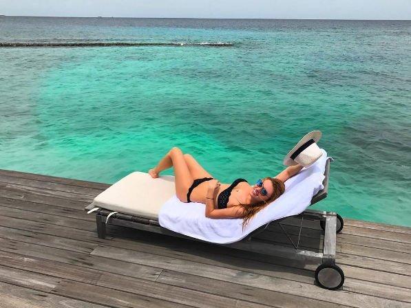 Милана Кержакова продемонстрировала подтянутую фигуру в купальнике