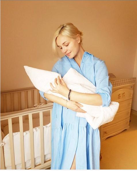 Секрет стройности: Полина Гагарина села на диету после родов