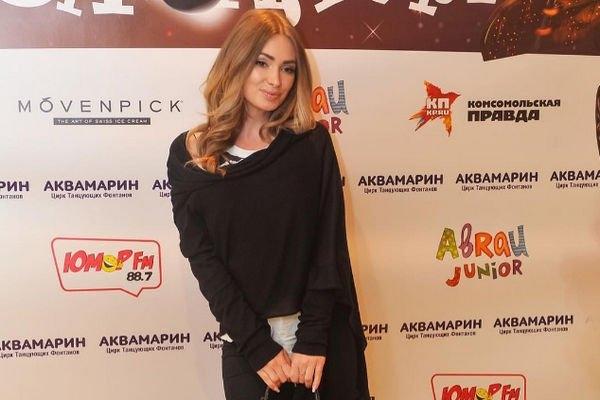 Евгения Фиофилактова показала снимок в свадебном платье