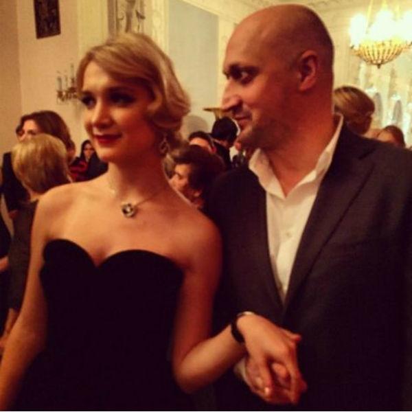 Мария Порошина заставляет старшую дочь обращаться за помощью к отцу