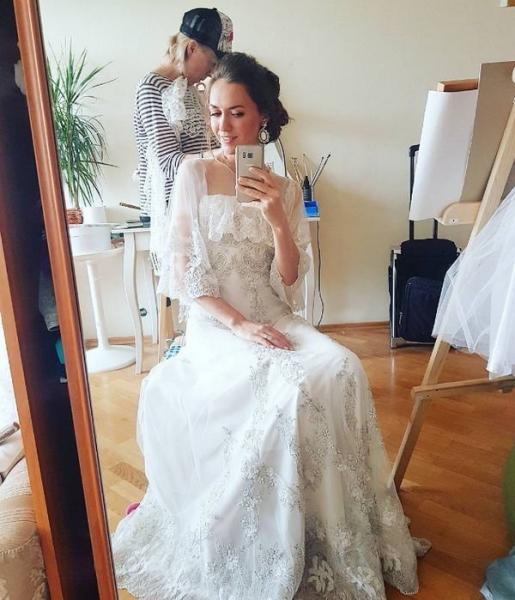 Мария Адоевцева поделилась фотографией в свадебном платье